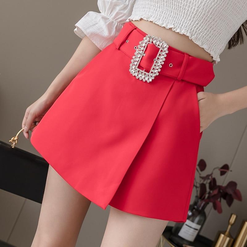 ¡Novedad de 2020! Pantalones cortos de cintura alta con diamantes de imitación para mujer, pantalones cortos de cintura alta en negro, blanco y rojo, pantalones cortos irregulares de verano para mujer