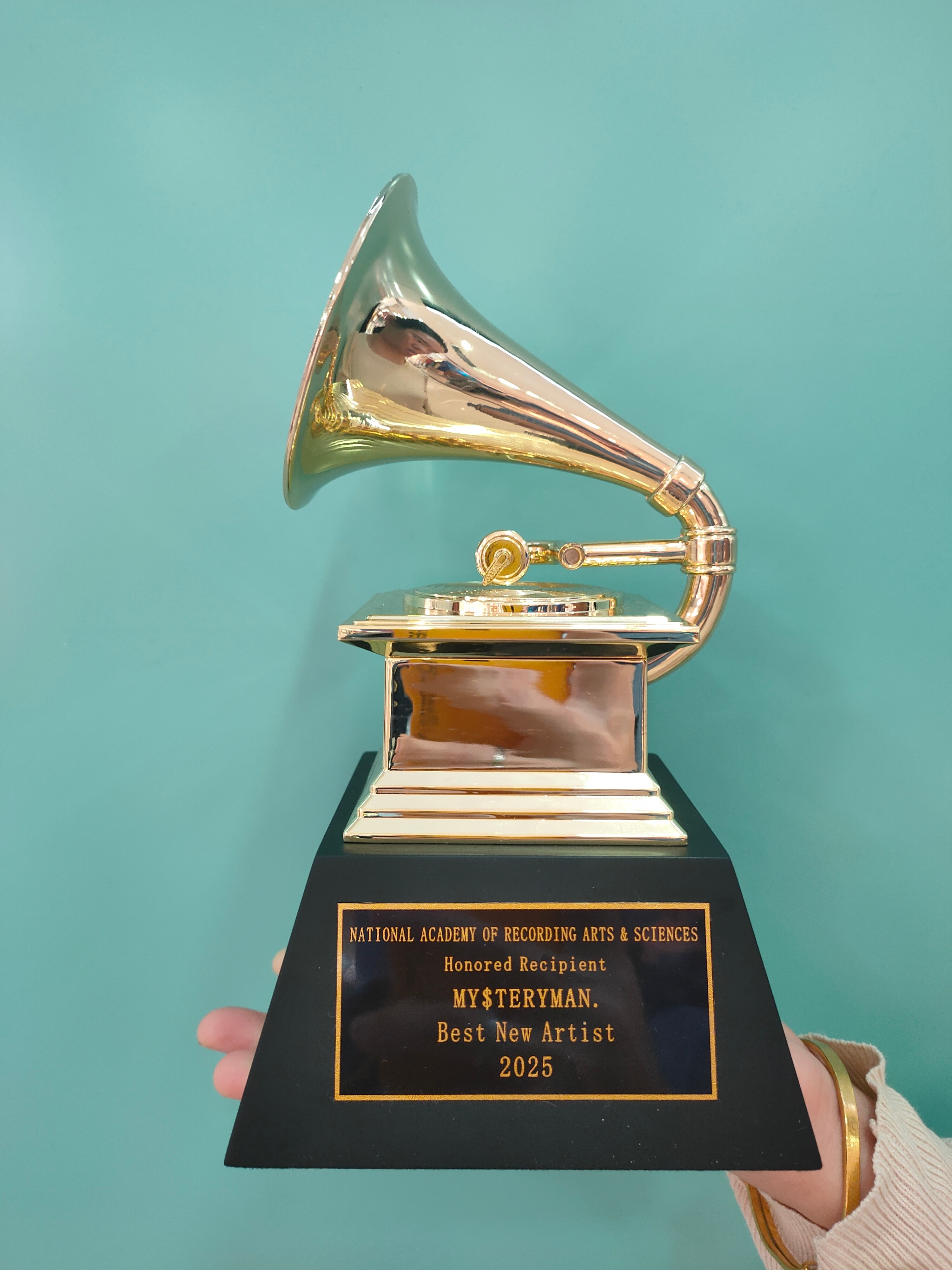 THE GRAMMYS Awards Gramophone Metal Trophy by NARAS Nice Gift Souvenir Collections Free Lettering