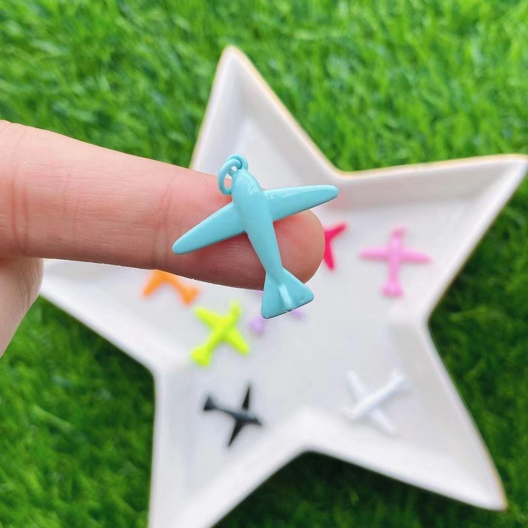 20 قطعة المجوهرات السحر على شكل طائرة قلادة الملونة المينا الطائرات Charms لصنع القلائد للحزب فتاة