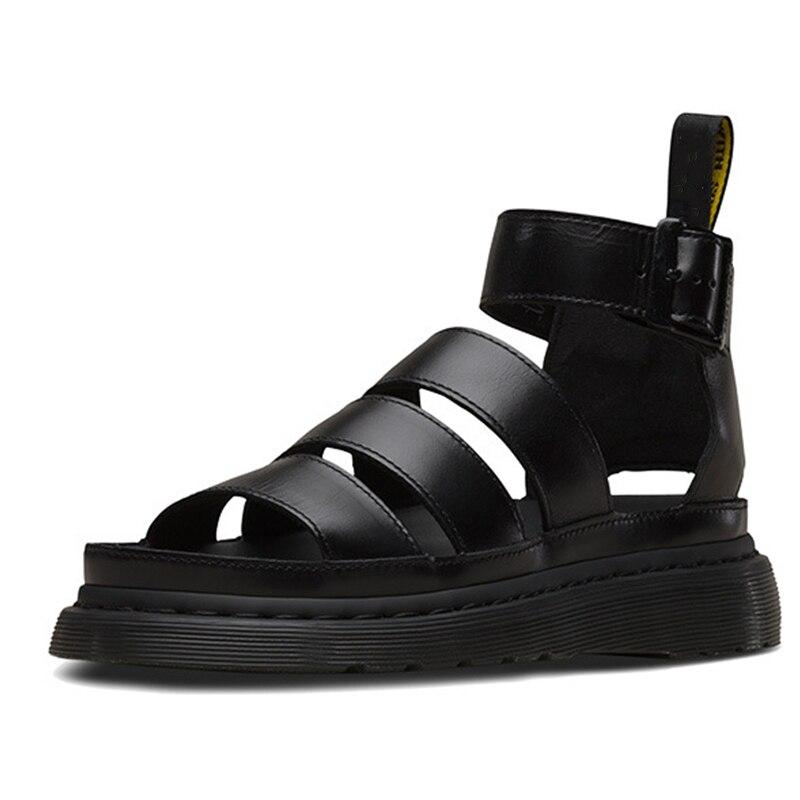 2021 جديد مارتنز النساء ريال أحذية من الجلد الصيف الصنادل مشبك حزام الجوف خارج صنادل شاطئ أحذية نسائية باردة حجم 35-44