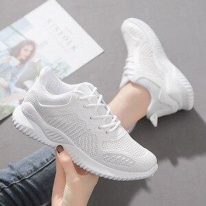 Женские кроссовки на шнуровке, Вулканизированная Мягкая Повседневная обувь, дышащая сетка, осень