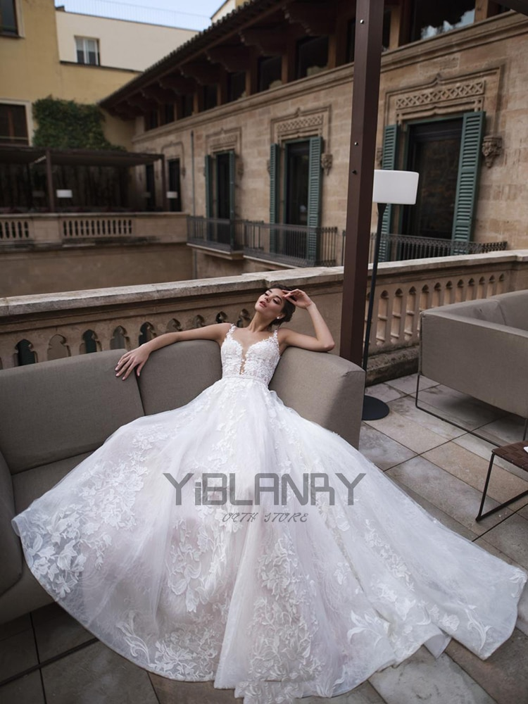 Review YILIBER Lace wedding dress sleeveless sling atmosphere bridal dresses embroidery applique v-neck buttons  big skirt