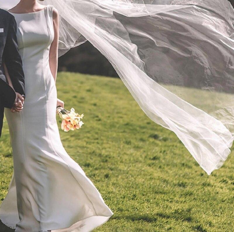 أنيقة بسيطة غمد ألف خط قارب الرقبة الساتان خمر بلا أكمام مثير عارية الذراعين سويب قطار الزفاف ثوب الزفاف العروس