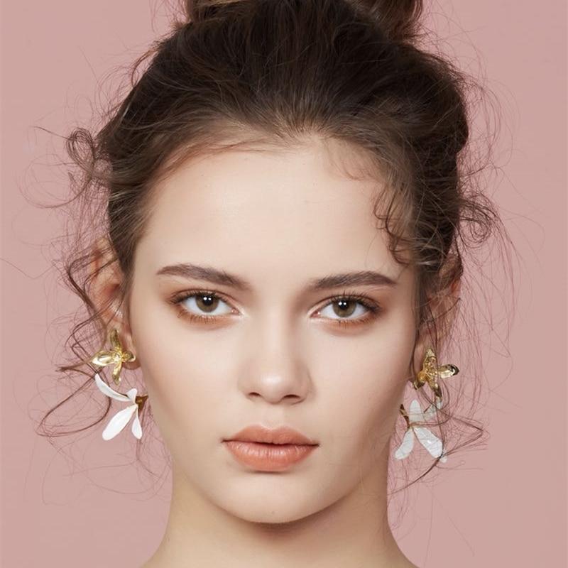 HUANZHI 2020 New Design Gold White Flowers Metal Stud Earrings Elegant Geometric Exaggeration  Earrings  for Women Party