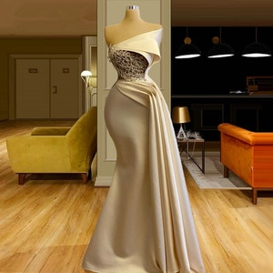 Arabic Light Champagne Mermaid Evening Dresses Ruched Beads Longue Robes Formal Prom Dress 2021 vestiti da sera