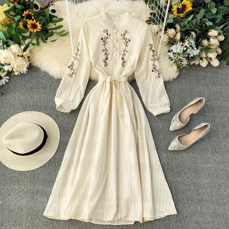 Vestido de mujer Cheongsam mejorado elegante bordado Stand Collar con lazo de encaje hasta la cintura adelgazamiento vestido largo Primavera Verano ML855