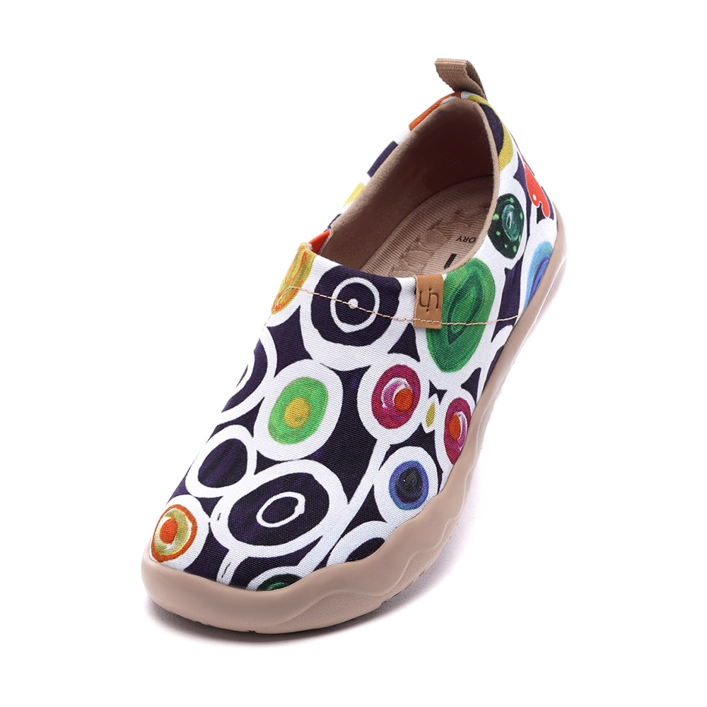 UIN المرأة خفيفة الوزن الانزلاق Ons أحذية رياضية المشي الشقق عادية زهرة الفن رسمت أحذية السفر Oopsie ديزي