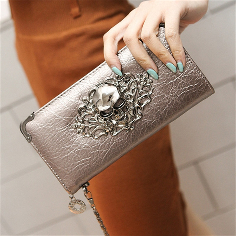 Monedero de mujer largo de cuero PU con diseño de calavera de Metal a la moda novedosa, monedero Casual portátil para mujer, tarjetero de regalo