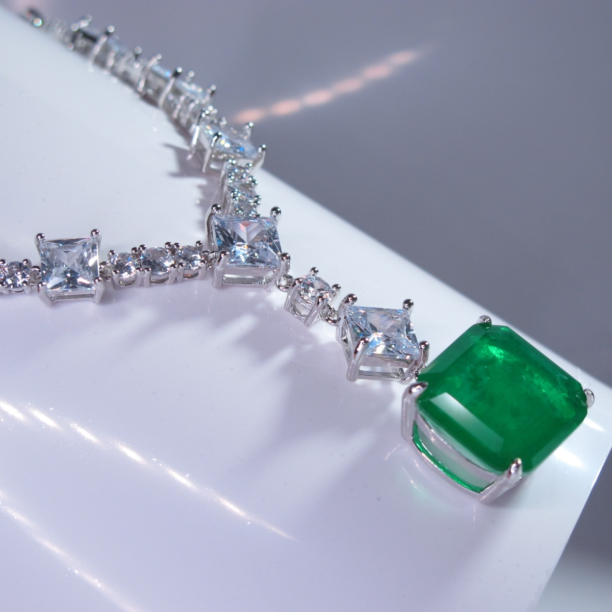 Woman 15*15mm Simulated Emerald Gemstones Diamond Pendants Necklaces Tennis Chain White Gold plated Wedding Jewelry 2021 Trend