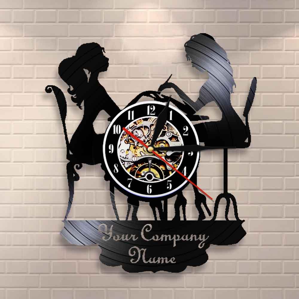 Sinal de Parede Personalizado de Salão de Beleza Decoração de Parede Salão de Unhas Gravação de Vinil Relógio de Parede Arte de Polonês Relógio de Pulso Negócios Personalizado Nome Spa Seu
