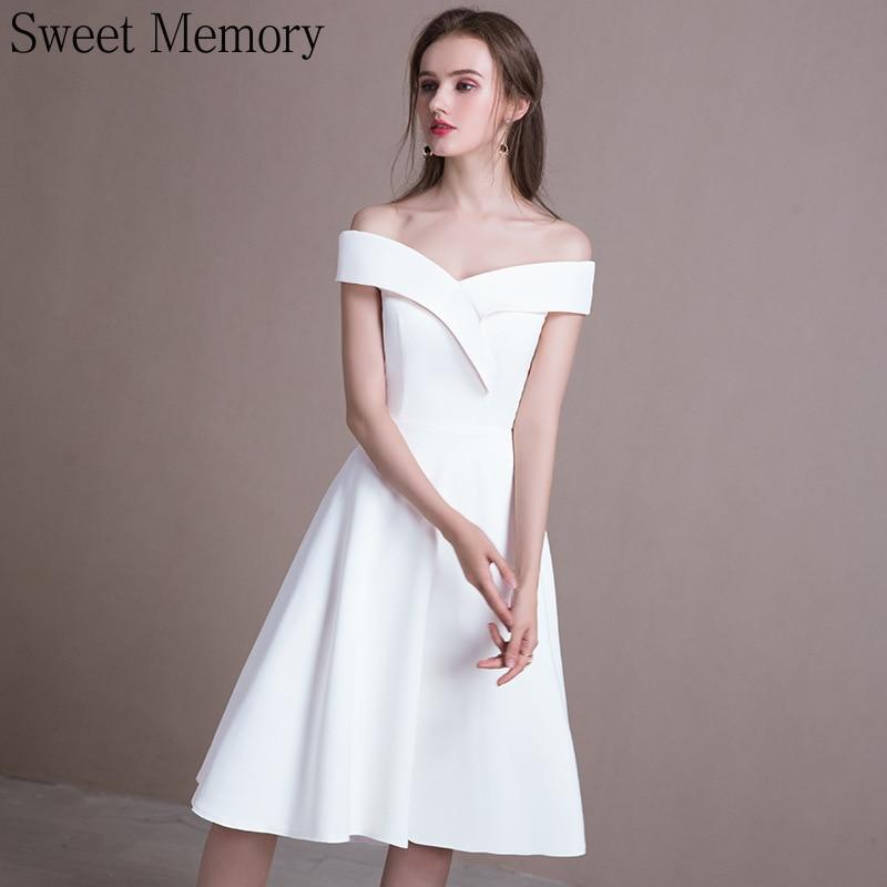 فستان زفاف ساتان أبيض مصنوع حسب الطلب ، فستان زفاف بأكتاف عارية وذاكرة ناعمة ، S081