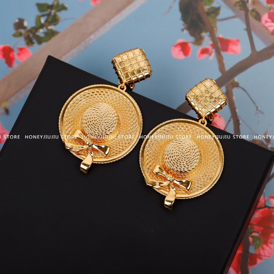Vintage العلامة التجارية الشهيرة الذهب قبعة القرط كليب للنساء مجوهرات فاخرة عالية الجودة مصمم المدرج العصرية 2021