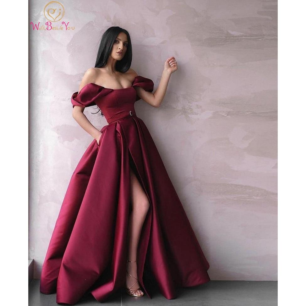 فستان سهرة مكشوف الكتفين عنابي اللون على شكل حرف a بدون الكتف رسمي بشق أمامي رومانسي مصنوع من الساتان مخصص فستان حفلات طويل