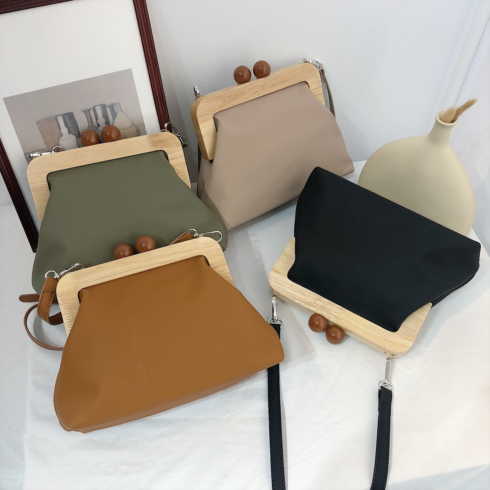 New Fashion Women Handbag Retro Chic Soft PU Leather Wood Clip Bag Dinner Clutch Purse Lady Luxury Shoulder Messenger Bag