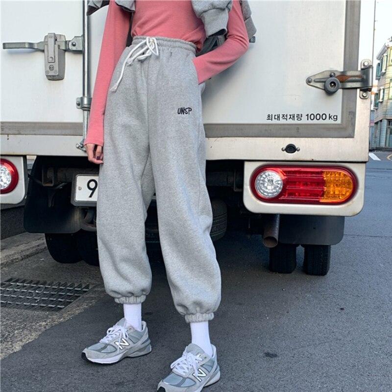 هوتشو المتضخم رمادي الركض Sweatpants المرأة الكورية نمط العدائين السراويل الترنك الأبيض التطريز بنطلون للإناث الشارع الشهير