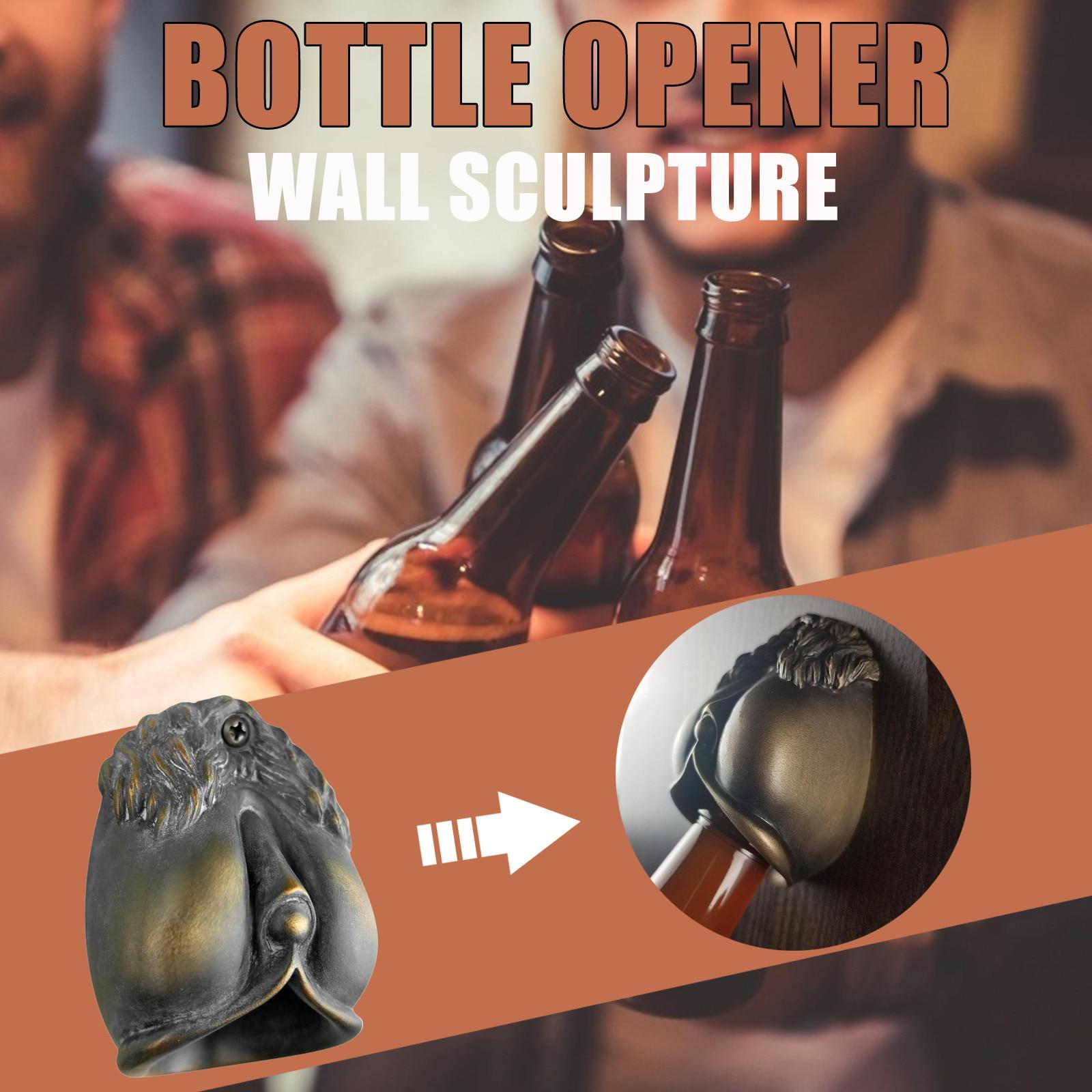 Herramientas de cocina y abridor de botellas montado en la pared, escultura...