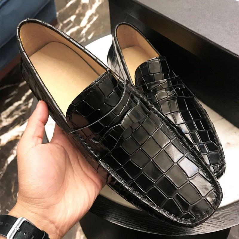 رجل تمساح التمساح نمط حقيقي جلدي حذاء عرضي القيادة الانزلاق على المتسكعون 2 الألوان زائد حجم جديد 2021