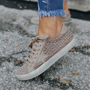 2021 New Autumn Women's Fashion Rivet Lace Inlaid Sports Shoes Casual Board Shoes Flat Bottom Comfortable Hot Sale KP175