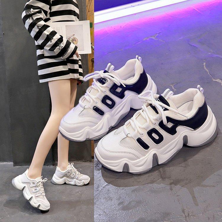 النمط الغربي أحذية المرأة جديد الربيع الأحذية تظهر أقدام صغيرة كل مباراة صافي الأحمر الاستخبارات المدخن الرياضية المرأة أحذية