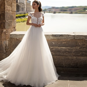 Polka-Dot Wedding Dresses 2021 A-Line O-Neck Cap Sleeve Lace Appliques Tulle Sweep Train Sequined Bridal Gown With Button Back