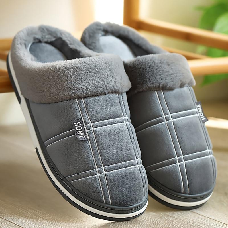 Pantuflas cálidas para invierno hombre gamuza guingán corto de felpa zapatos de interior para hombre antideslizante acogedor terciopelo impermeable piel hogar hombres zapatillas