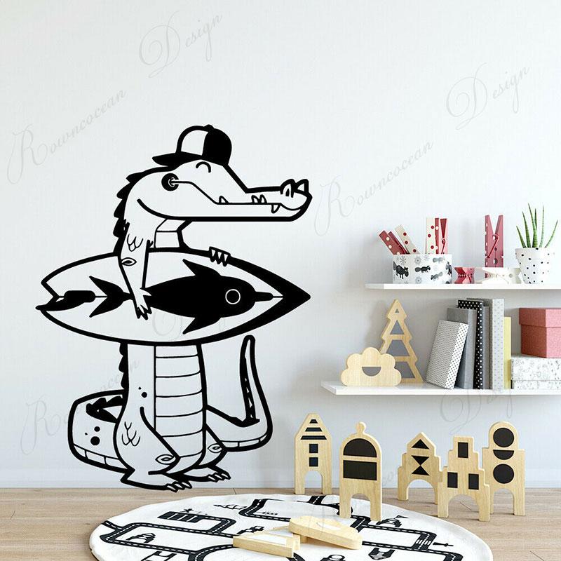 Crocodilo engraçado Surf Surfe Decalques de Parede Dos Desenhos Animados Home Decor Crianças Quarto Do Berçário Adesivo Auto-adesivo Removível Murais 4186