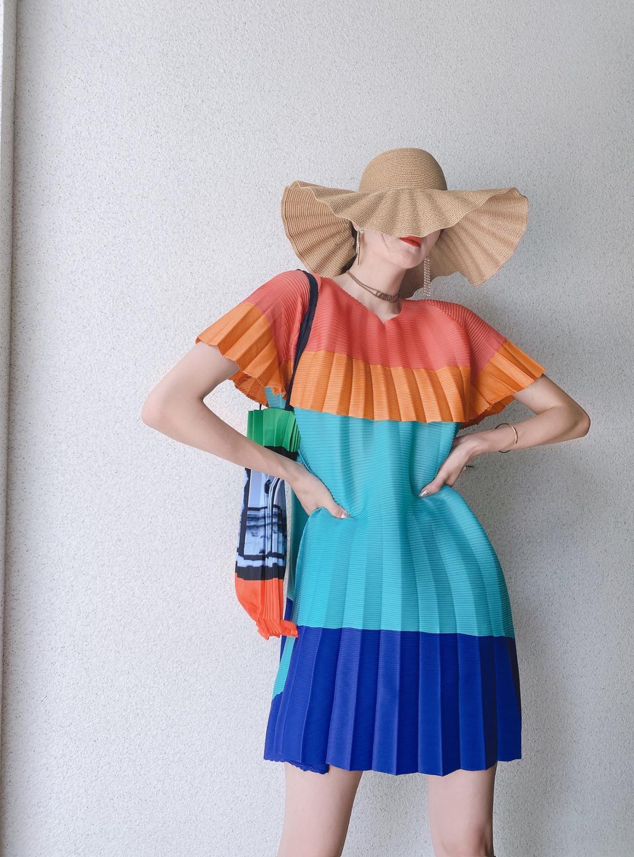 Venda quente miyake moda manga curta dobra em multicolorido retalhos solta camiseta em estoque