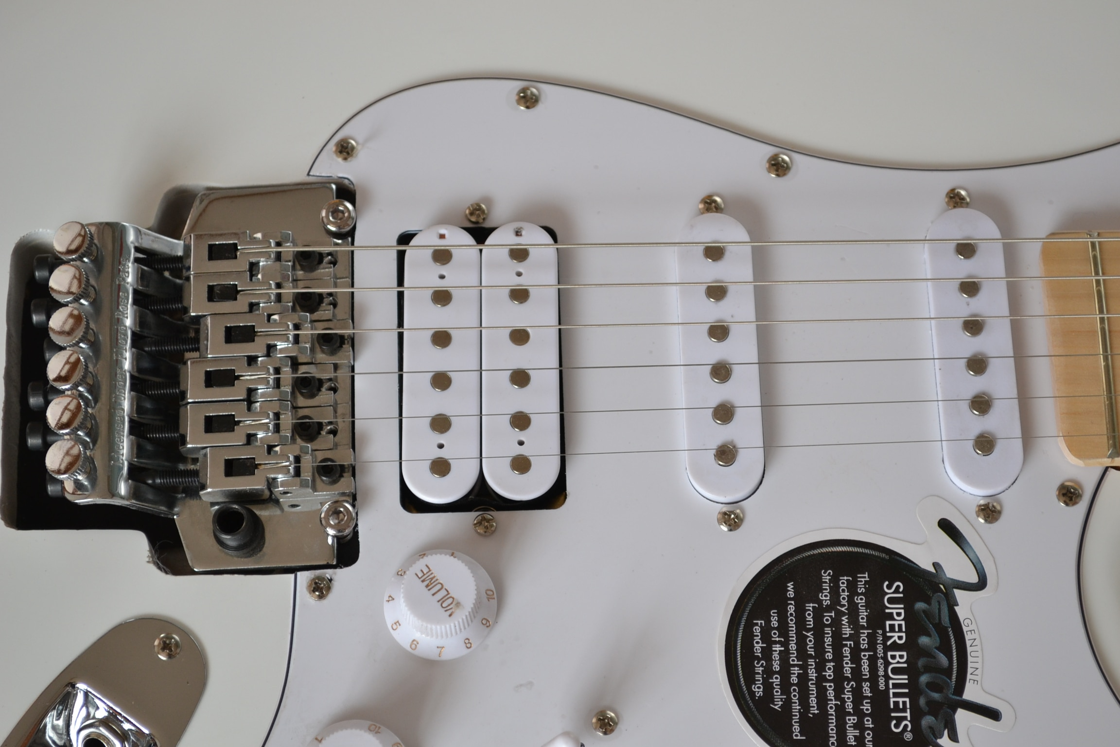 The factory supplies the classic style from stock, the custom-made 6-string electric guitar, the pure white body, the five-point enlarge