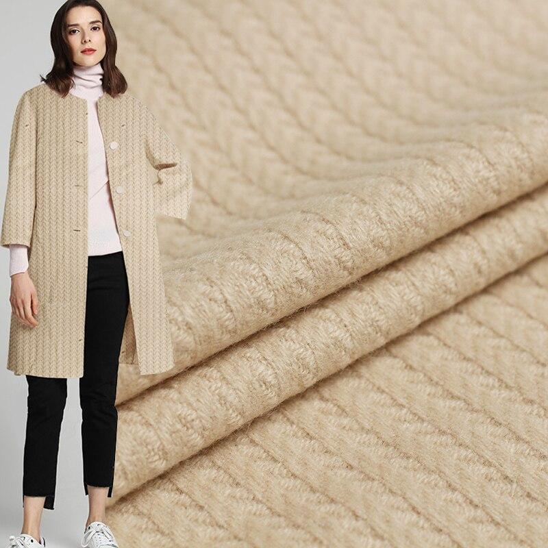 Blouson dhiver en laine rouge framboise   Tissu à rayures de Camel, Wollen 100% matériaux de vêtement, veste pour femme, tissu de couture sur mesure