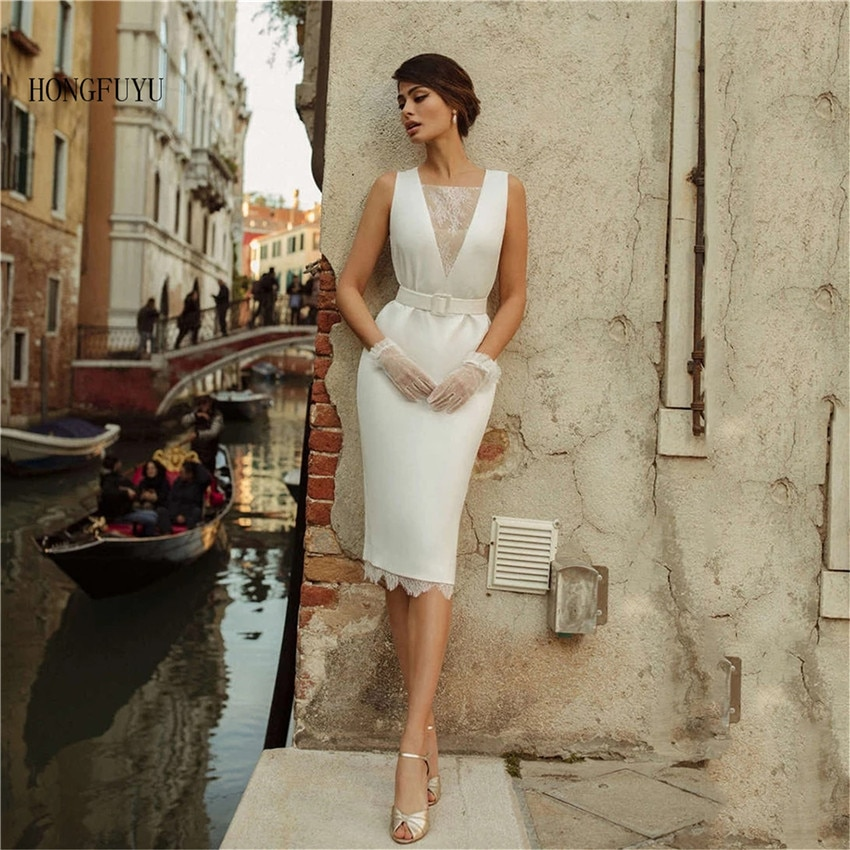 الأميرة فساتين الزفاف الجميلة الساتان فستان زفاف قصير الخامس الرقبة بلا أكمام فستان الأميرة