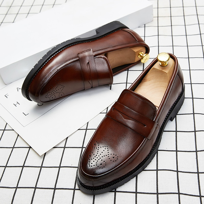2020 Luxury Brand Penny Loafers men Casual shoes Slip on Leather Dress shoes big size 38-46 Brogue Carving loafer Driving party