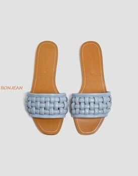 Новинка 2020 года; Летние женские тапочки; Женская обувь на плоской подошве с квадратным носком; Женская обувь из плетеной кожи; Модные женские шлепанцы с открытым носком на плоской подошве