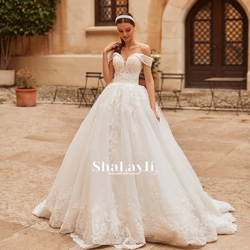 Vintage Sexy Wedding Dress Luxury Applique Beaded Lace And Mopping Boat Neck Bridal Gown Halter Lace Premium Custom Plus Size