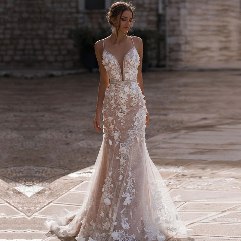 Charming Mermaid V Neck Spaghetti Strap Appliques Brush Train Wedding Dresses Lace Champagne Wedding Gown Backless Bridal Dress