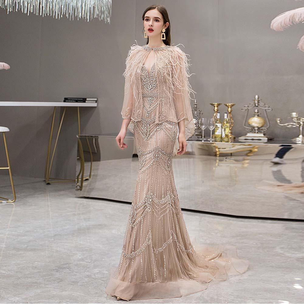 فساتين سهرة أنيقة ذات ريش عاري مع شال ورقبة على شكل V تول كريستالي مطرز بالخرز فستان رسمي للنساء