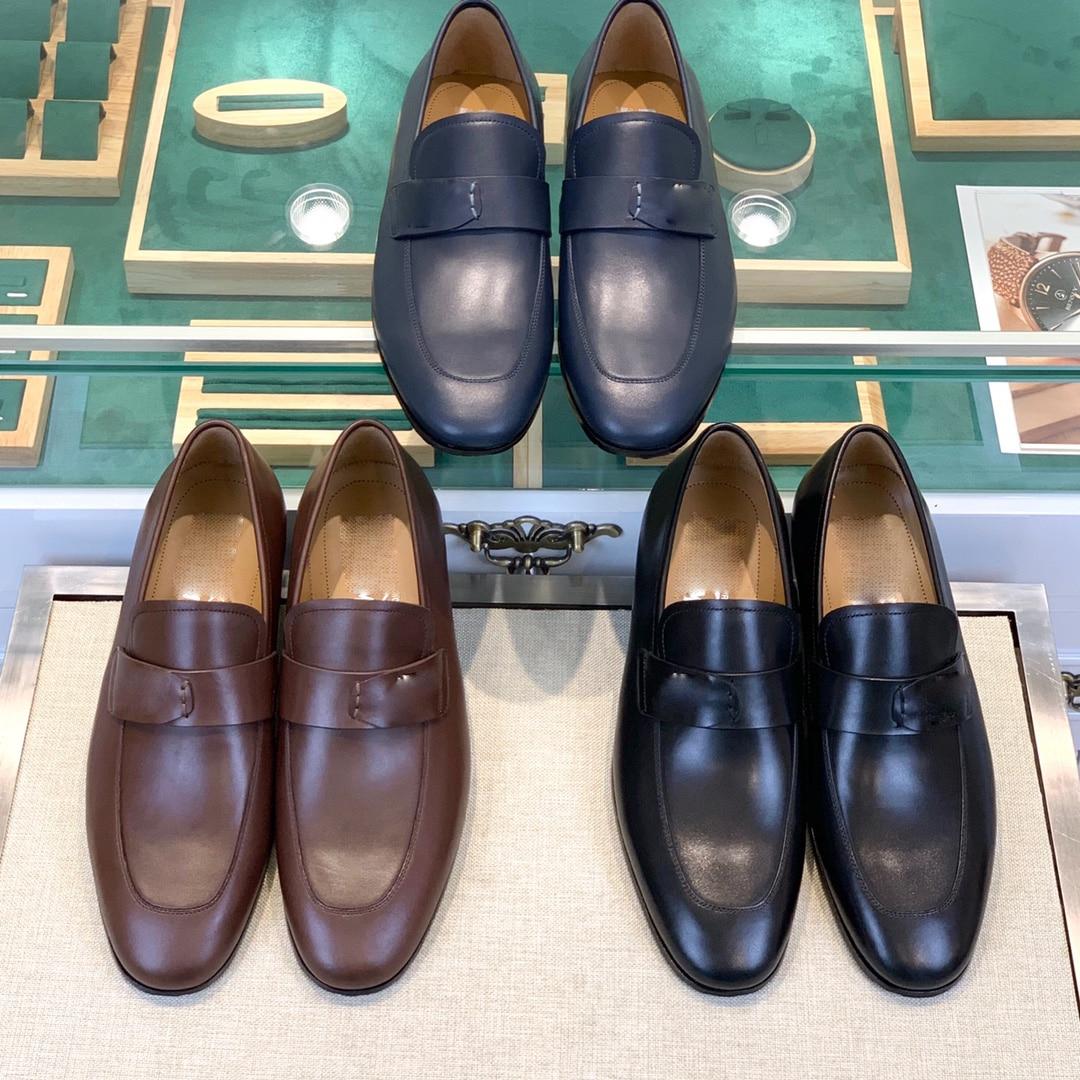 Официальный сайт синхронизирует Классический Стиль застежки мужской кожаной обуви, которая роскошна и элегантна