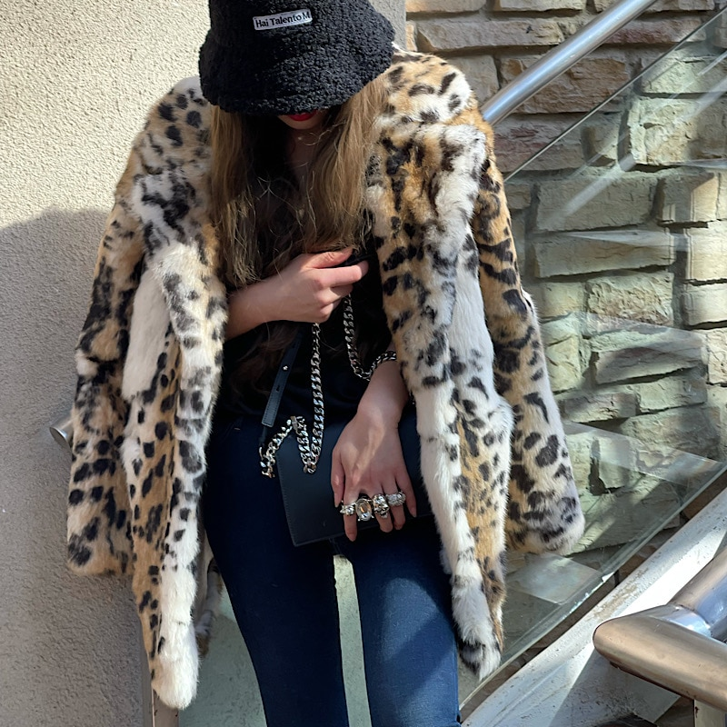 2021New الشتاء النساء ريال ريكس الأرنب الفراء معاطف موضة طويلة ليوبارد معطف بسيط دافئ السيدات ملابس خارجية الشارع الفاخرة