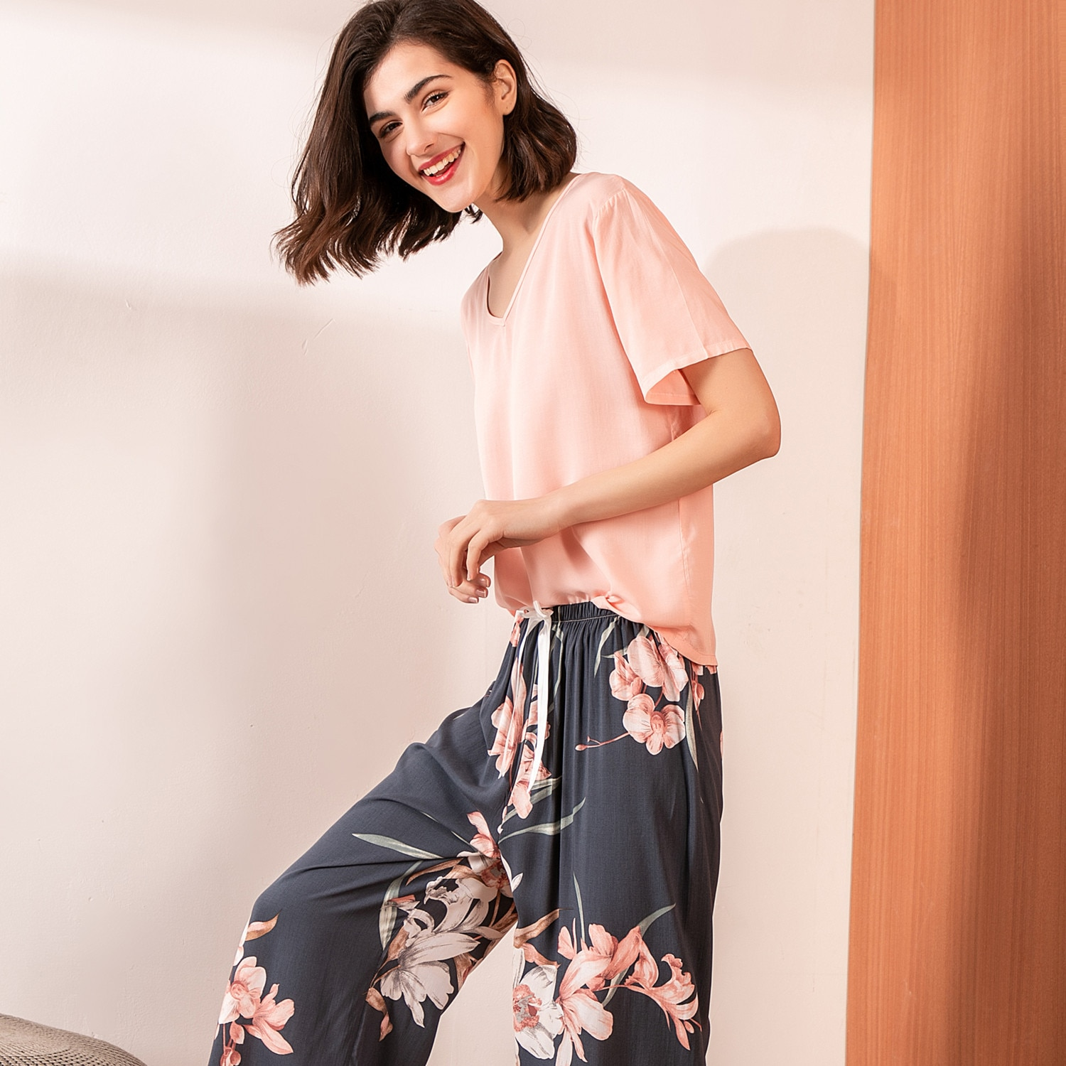 Summer Pajamas Set Women Comfortable Cotton Viscose Contrasting Color Pajamas Short Sleeve Tops with Long Trousers Ladies  Set