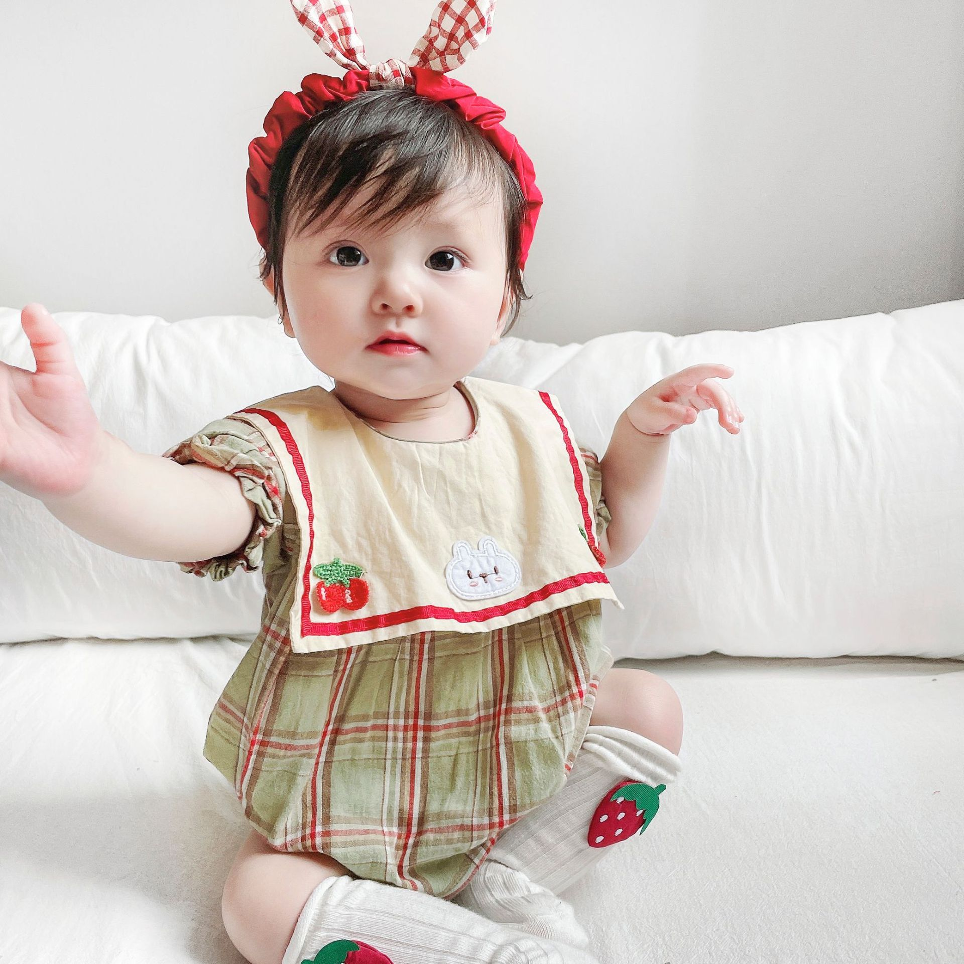 Yg brand children's clothing summer new lovely Plaid round neck one-piece Baby Short Sleeve triangle