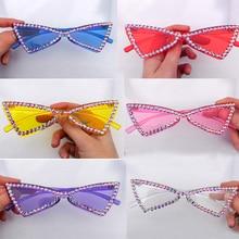 En gros Chic Triangle plein cristal brillant lunettes de soleil pour les femmes couleur bonbon oeil de chat strass lunettes de soleil femmes fête nuances