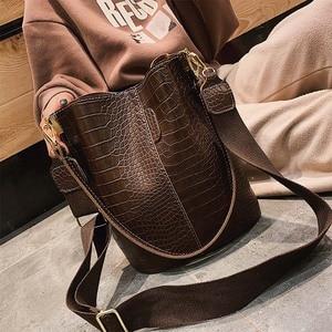 Fashion big bag 2020 crocodile pattern shoulder bucket bag large capacity wild broadband shoulder bag messenger bag ladies bag