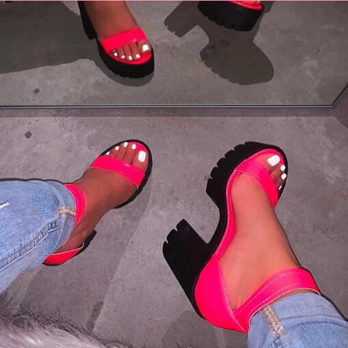 NOVEDAD DE VERANO 2020, zapatos de tacón alto a la moda, sandalias de cuña de cuero, sandalias de playa, zapatillas de color caramelo salvaje para mujer