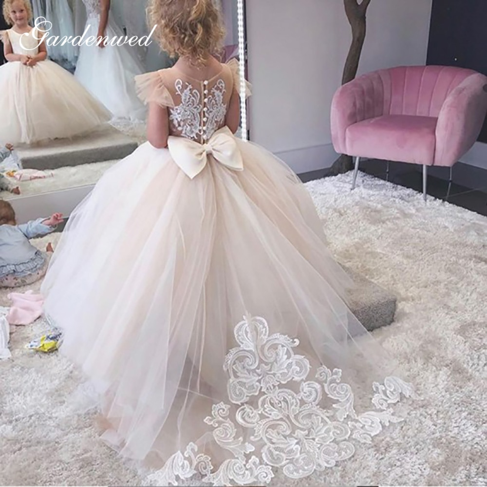 2020 Simple Ball Gown Flower Girl Dress Lace Appliques Baby Girls Party Dresses Cap Sleeves Puffy Back Bow First Communion Dress