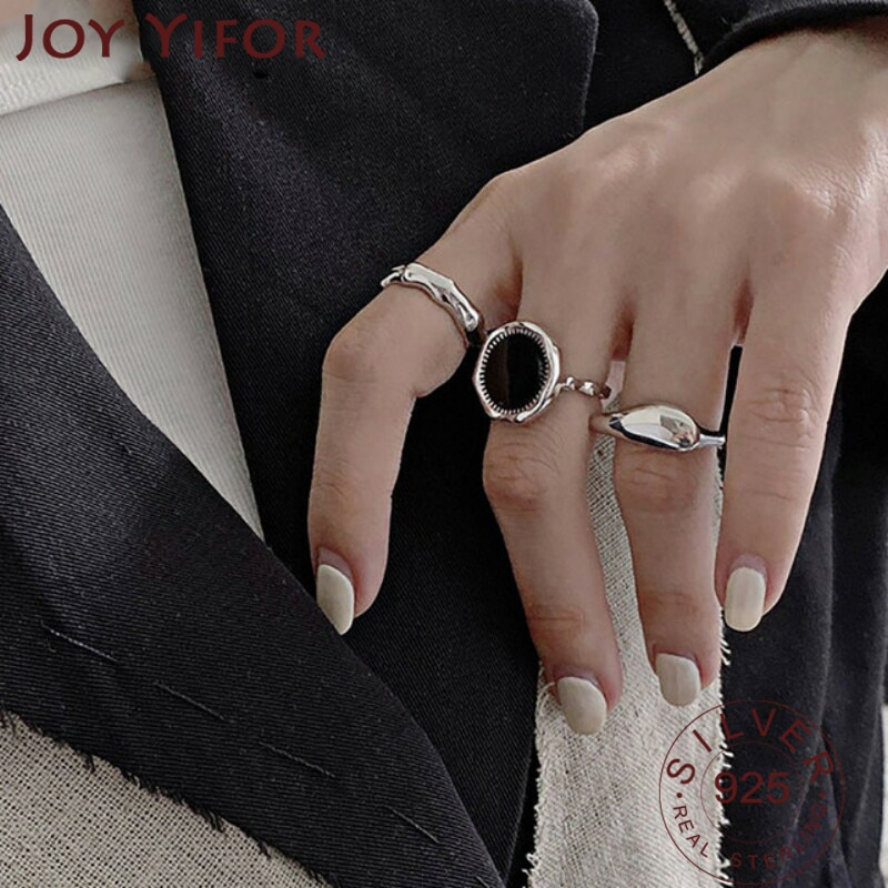Кольцо-из-серебра-925-пробы-с-геометрическим-рисунком