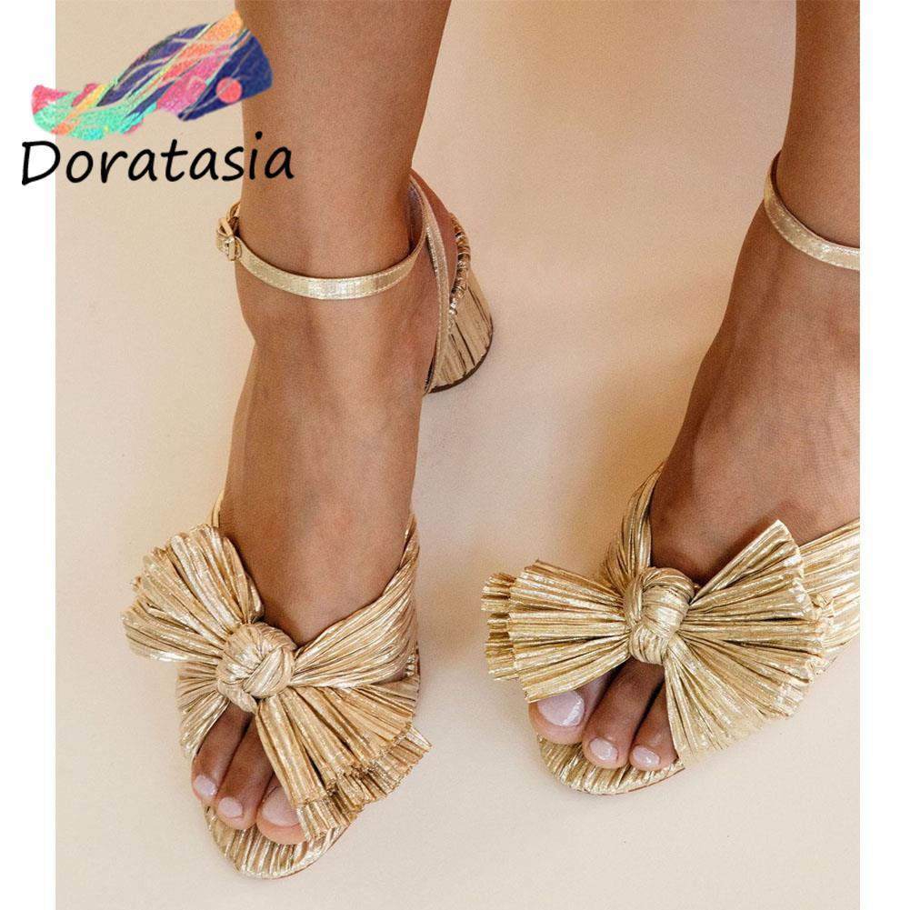DORATASIA INS ماركة النساء الصنادل مشبك Bowknot عالية الكعب الصنادل الملونة للنساء أنيقة العصرية الفاخرة النساء الأحذية