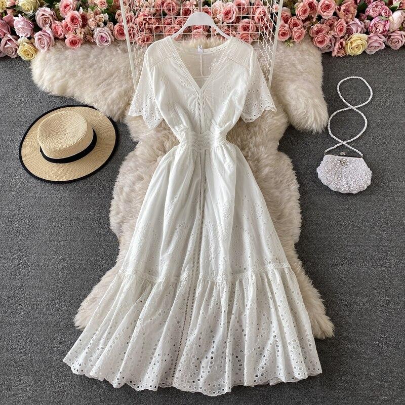 مزاجه فستان أبيض المرأة Vestidos الصيف الخامس الرقبة الجوف خارج زهرة التطريز قصيرة الأكمام شاطئ البحر عطلة فستان طويل