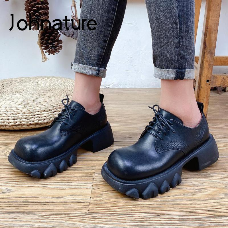 حذاء نسائي ذو كعب مربع من Johnature مصنوع من الجلد الطبيعي 2021 حذاء نسائي ذو تصميم كلاسيكي خريفي جديد ذو رباط أمامي حذاء نسائي ضيق