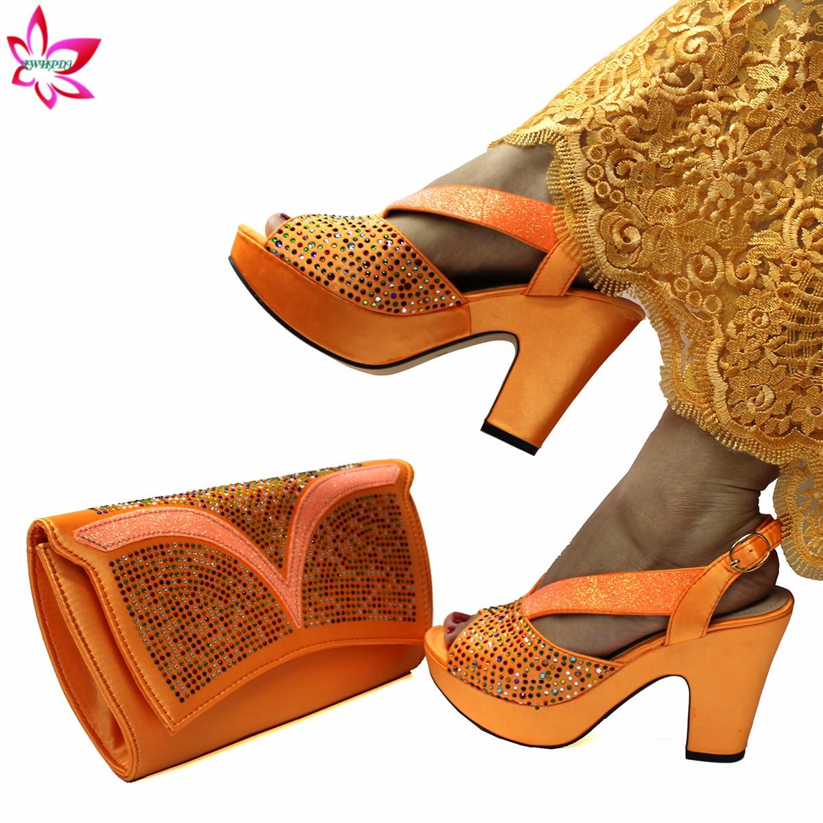 طقم أحذية وحقائب نسائية نيجيرية ، صنادل خفيفة ، لون برتقالي ، أحذية حديقة ، سعر جيد ، مجموعة 2021
