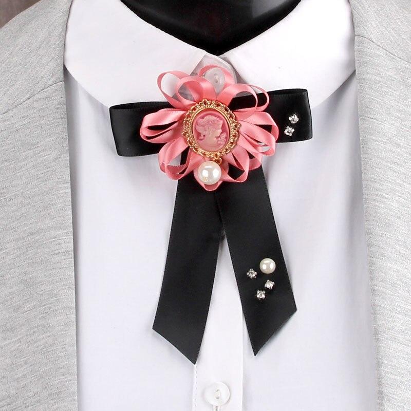 Fashion Queen retrato de cabeza broche de perlas joyería de color de cinta de tela broches las mujeres las niñas traje de abrigo PIN para cuello de camisas Accesorios