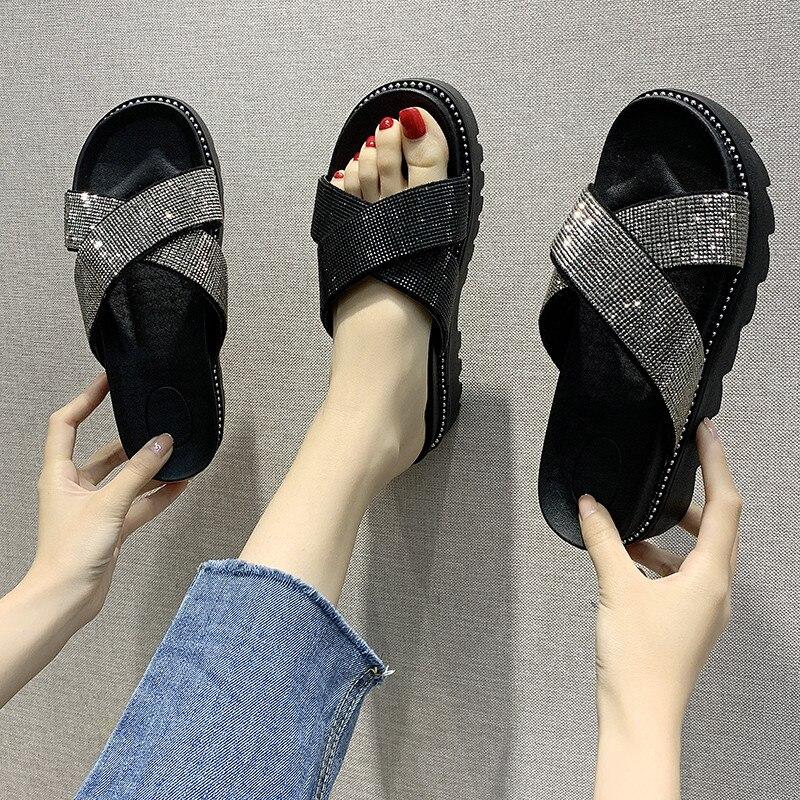 Zapatos de mujer, zapatillas de lujo para mujer, chanclas con plataforma entrelazadas, chancletas de gelatina Med Soft 2020, chanclas planas de verano con brillo de PU